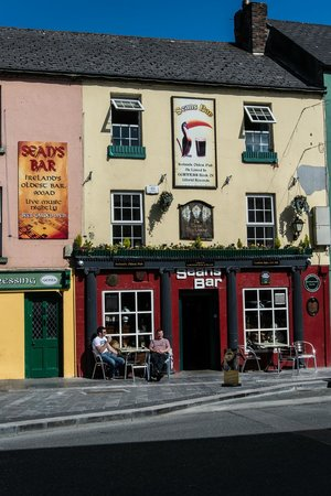 Exterior shot of Sean's Bar