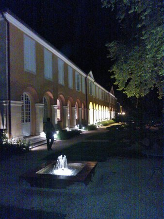 La Bastide: façade by night