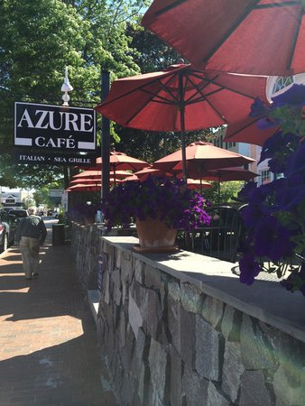 Azure Cafe: Front patio