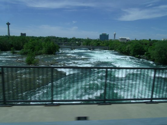 Cataract Tours: View of the mighty Niagara River from the tour bus