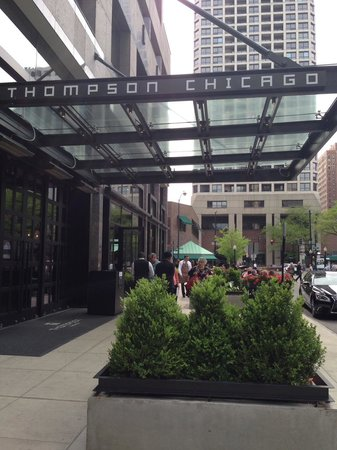 Thompson Chicago, a Thompson Hotel: Entrance
