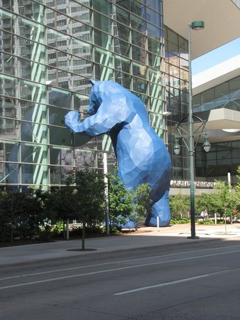 Hyatt Regency Denver At Colorado Convention Center: Convention Center's Big Blue Bear