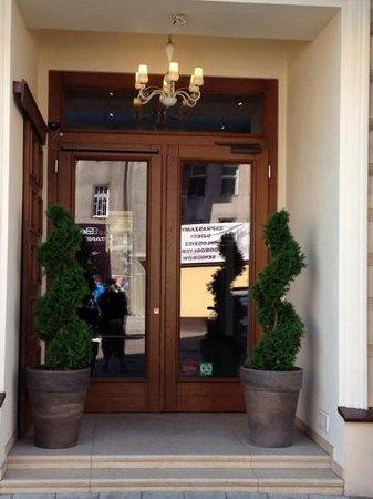 Metropolitan Boutique Hotel : front doors
