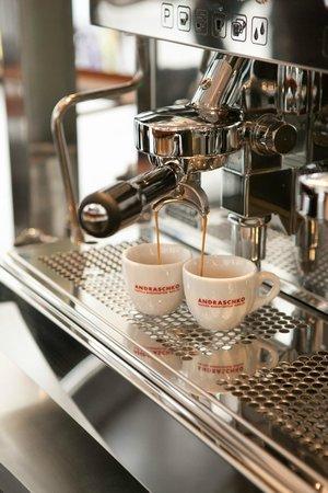 Unger Und Klein Im Hochhaus: Kaffee