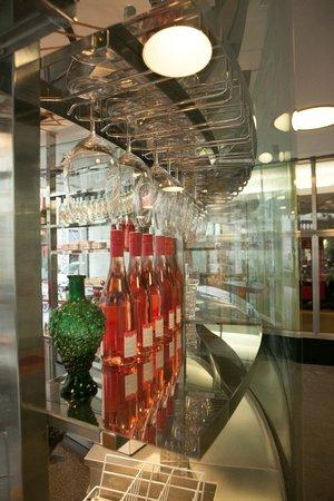 Unger Und Klein Im Hochhaus: Wein