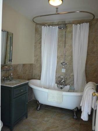 Victoria Square Guest House : Room no. 5 - bathroom