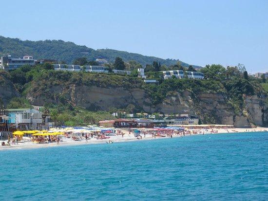 Tropis Hotel: Пляжная зона
