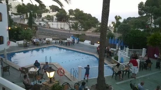 Gavimar Cala Gran Costa del Sur Hotel & Resort: Main pool area, entertainment, bar etc.
