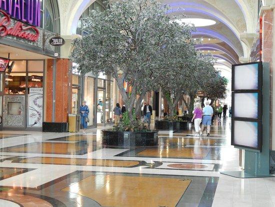 Niagara Fallsview Casino: Shopping