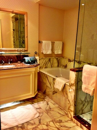 InterContinental Dublin: Luxurious bath
