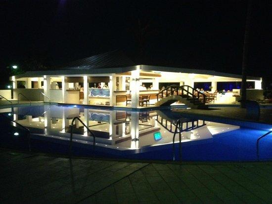 Adams Beach Hotel: Pool bar