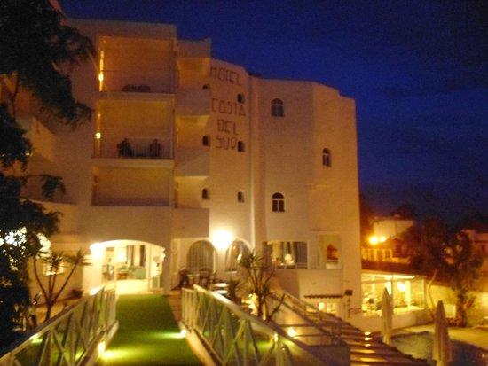 Gavimar Cala Gran Costa del Sur Hotel & Resort: Our building at night