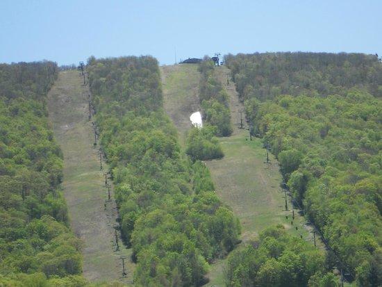 Wyndham at Bentley Brook: The ski slope at hotel