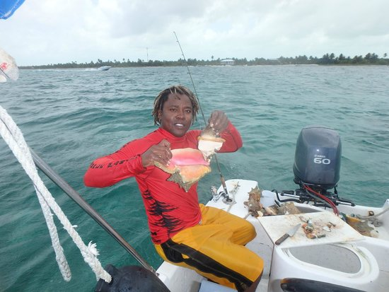 Belize Pro Dive Center: Luis with Lunch