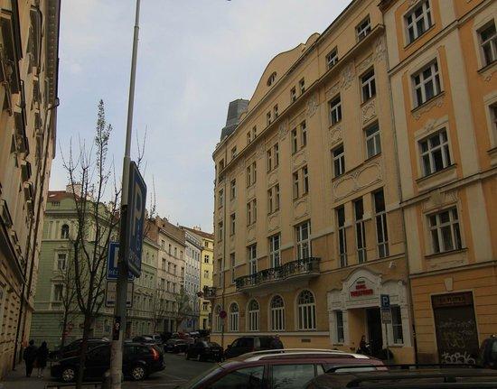 Hotel  Theatrino: Street view.
