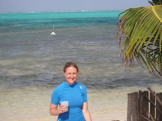 Belize Pro Dive Center: Beach Bar-B-Q