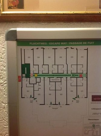 Mercure Hotel Muenchen Schwabing: layout of rooms. see 403 and 409 they face to the back but are smaller and tight