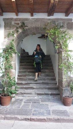 Niños Hotel: Stairs
