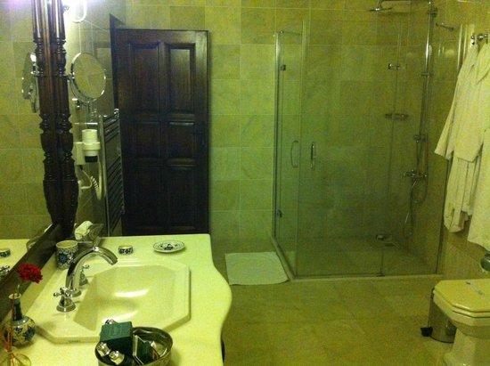 Yunak Evleri: bathroom