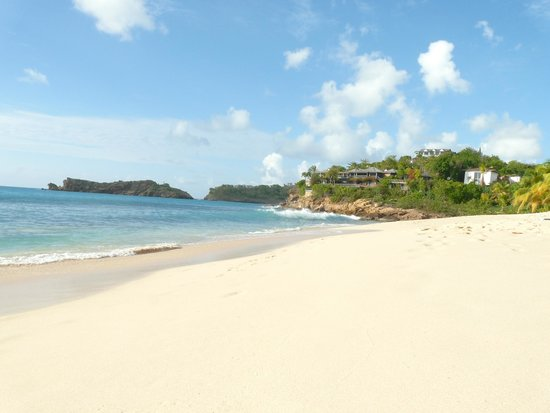 Galley Bay Resort : A view down the beach (Georgio Armani's house in the distance)