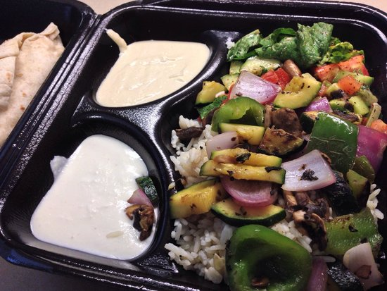 Mama Pita: Platter with grilled veggies to go
