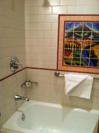 La Fonda on the Plaza: Beautiful mosaic tiles in bathroom