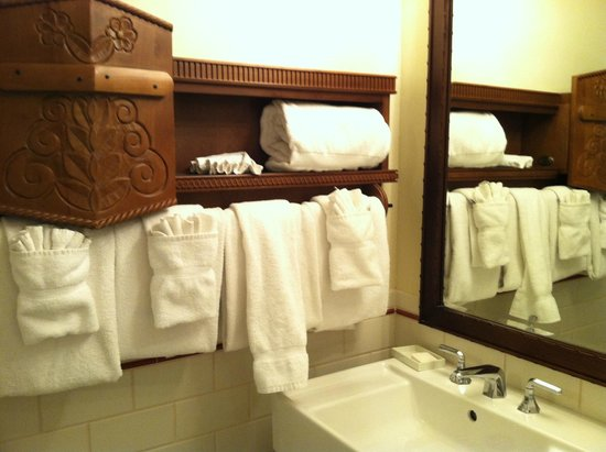 La Fonda on the Plaza: Plenty of towels nicely displayed.