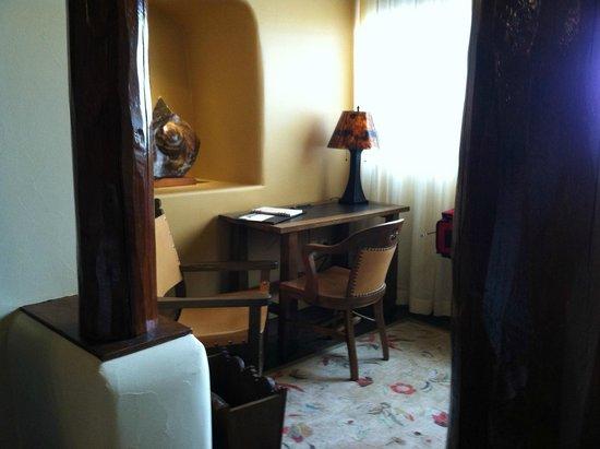 La Fonda on the Plaza: Small quaint sitting room at the end of bedroom