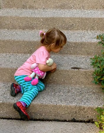 The Huntington Library, Art Collections and Botanical Gardens : She discovers a crawling friend