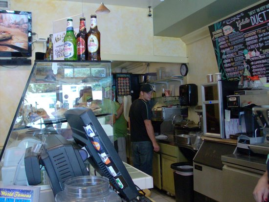 Duetto Pizza and Gelato: Hand tossed pizza