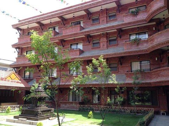 Hotel Siddhi Manakamana: court yard