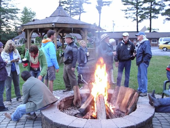 Lake Pleasant Lodge: Enjoy a camp fire with friends and family