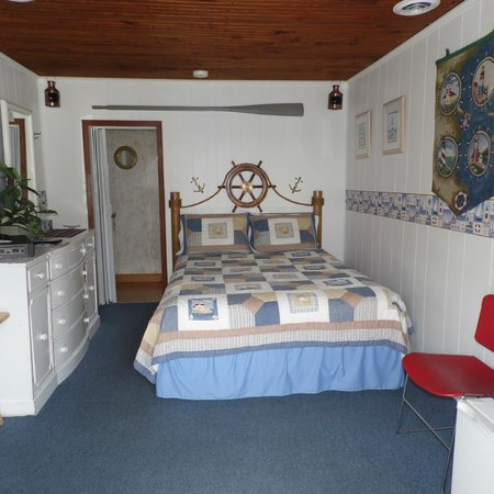 Lakewinds Motel: Nautical Theme - queen bed