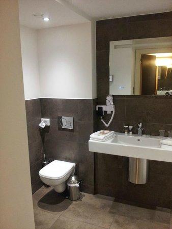Mercure Brussels Centre Midi: Banheiro
