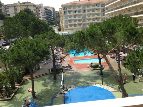Hotel Oasis Park: view of the pool area