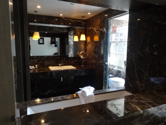 Blythswood Square: Bathroom in deluxe room