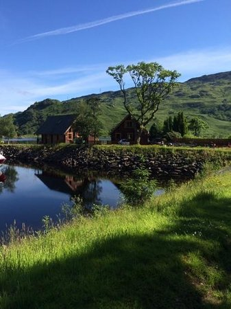 Ardlui Hotel: gorgeous view of the lodges