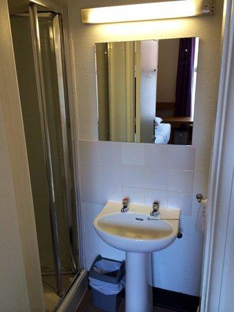 Trinity College Campus : Ensuite bathroom room 49