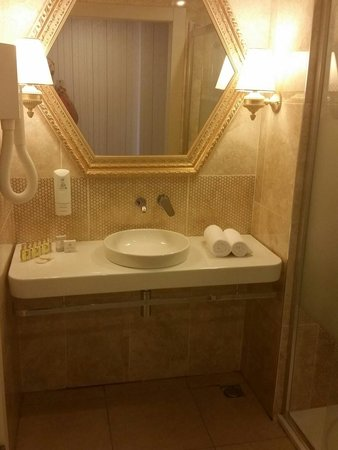 Hotel Emre: Gorgeous bathroom in the annex building