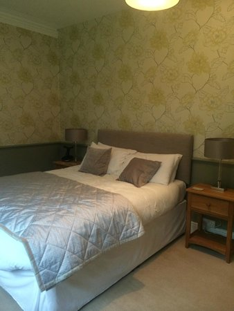 Waterhall Country House, Gatwick : bedroom