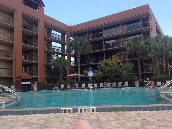 Clarion Inn Lake Buena Vista: Pool side view
