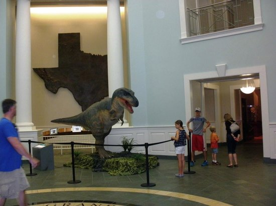 Mayborn Museum Complex: Life size animated dinosaur replica