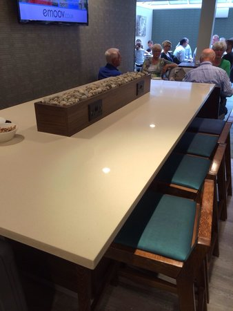 Holiday Inn Express Earls Court: Breakfast bar with power points