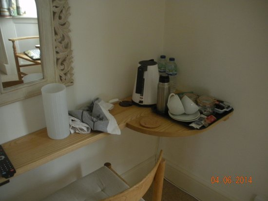Room At 24: tea and coffee making facilities