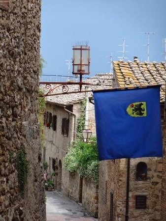 Walkabout Florence Tours : medieval street in San Gimignano