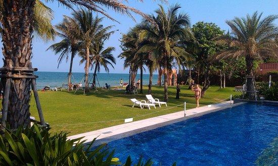 Marrakesh Hua Hin Resort & Spa: между морем и бассейном