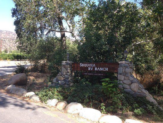 Sequoia RV Ranch: Park entrance