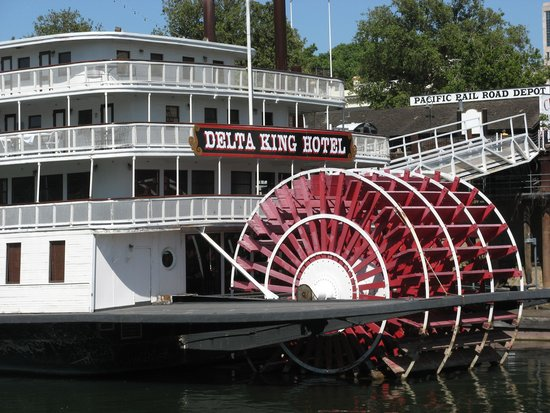 Delta King: View of the boat