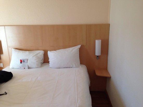 Ibis Bastille Opera: Quarto duplo, cama confortável, quarto climatizado e limpo.