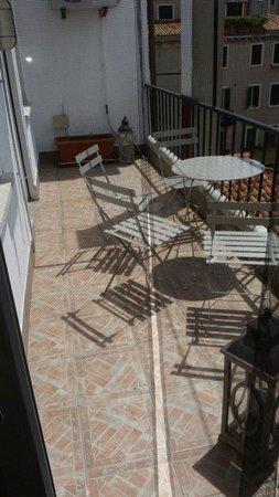 Al Portico Guest House: Balconcino privato camera 9